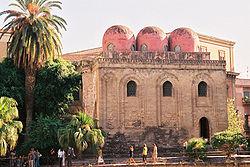 Chiesa di San Cataldo (Palermo), di epoca Normanna, frutto di maestranze miste cristiane e islamiche.