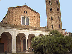 Esterno della Basilica Sant'Apollinare Nuovo - Ravenna