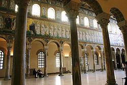 L'interno della basilica sant'apollinare nuovo di Ravenna